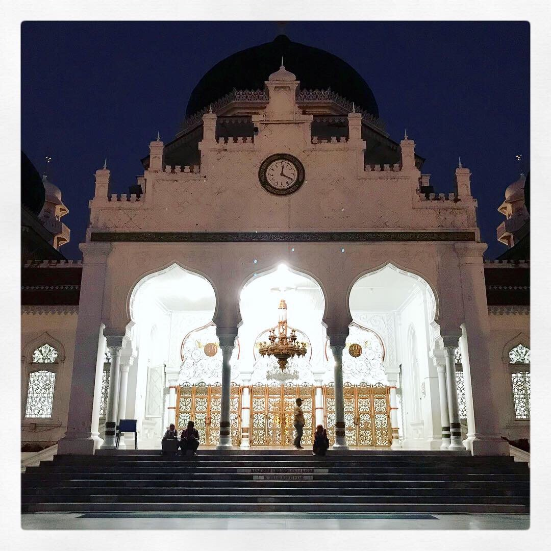 Subuh di Mesjid Agung Baiturrahman Banda Aceh. Indah sekali.
