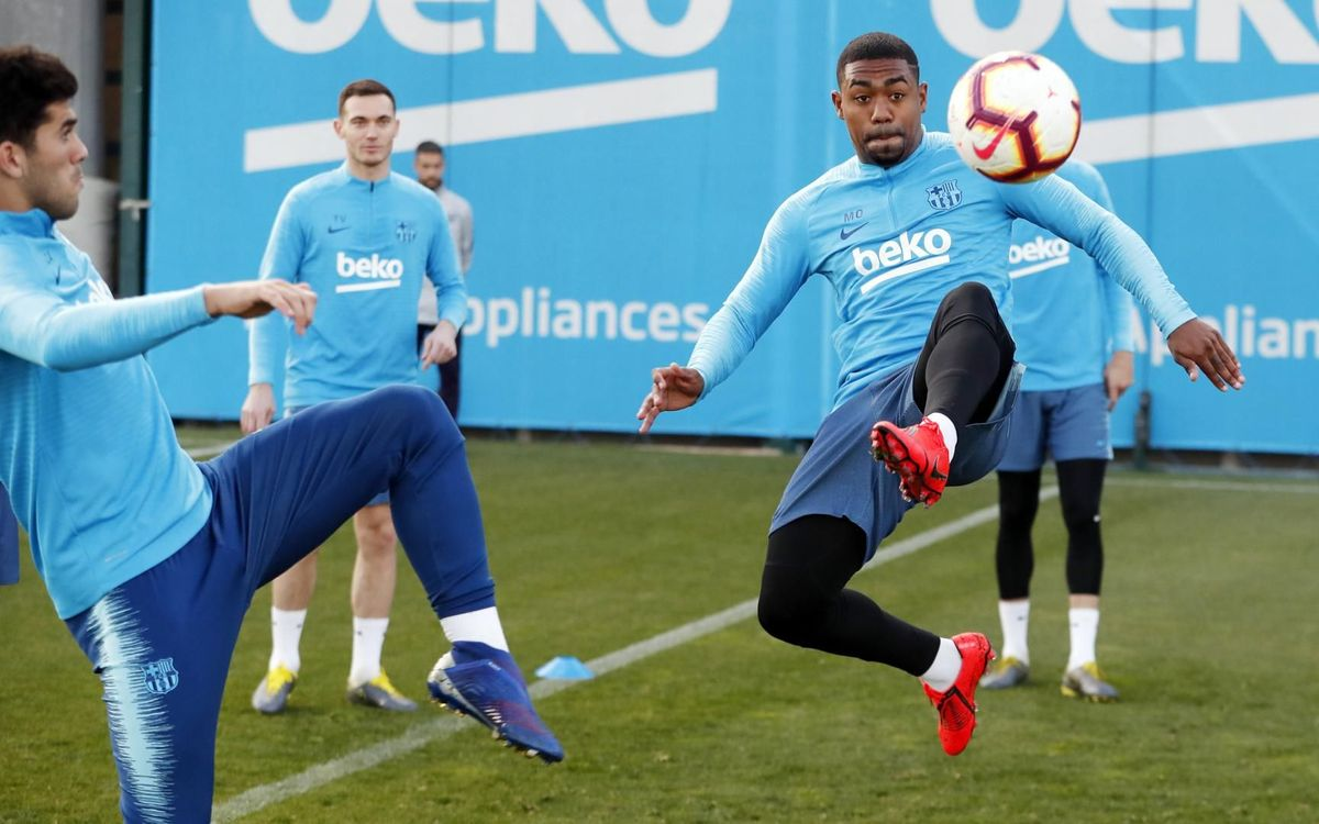 ⚽️ All eyes on the ball... All eyes on three points from #BetisBarça 🔵🔴 #ForçaBarça