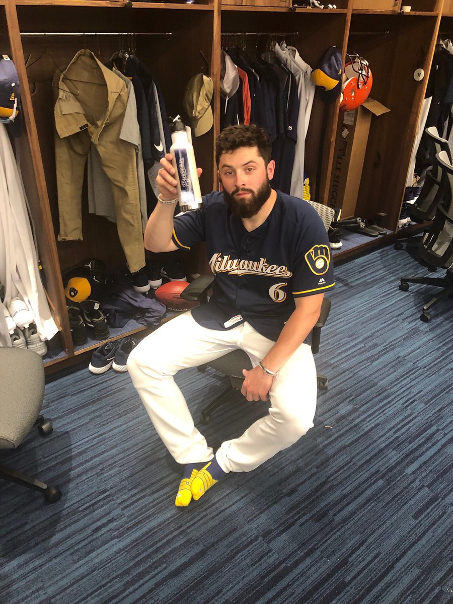 After a big day coaching first base for the @Brewers, @bakermayfield turned to a reusable water bottle for hydration #strikeoutwaste #ReduceReuse #CactusCrew #BrewerNation<br>http://pic.twitter.com/3DSugw6ENz