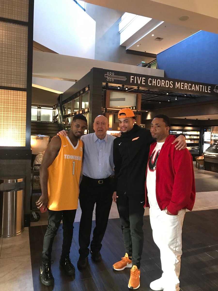 Ran into Lamonte'Turner in hotel lobby who hit the monster 3 to seal the deal for ⁦@Vol_Hoops⁩  in win over ⁦@KentuckyMBB⁩