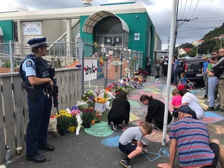 Photos show that there are more good people in the world.#NewZealandTerroristAttack <br>http://pic.twitter.com/twiGcCWspP