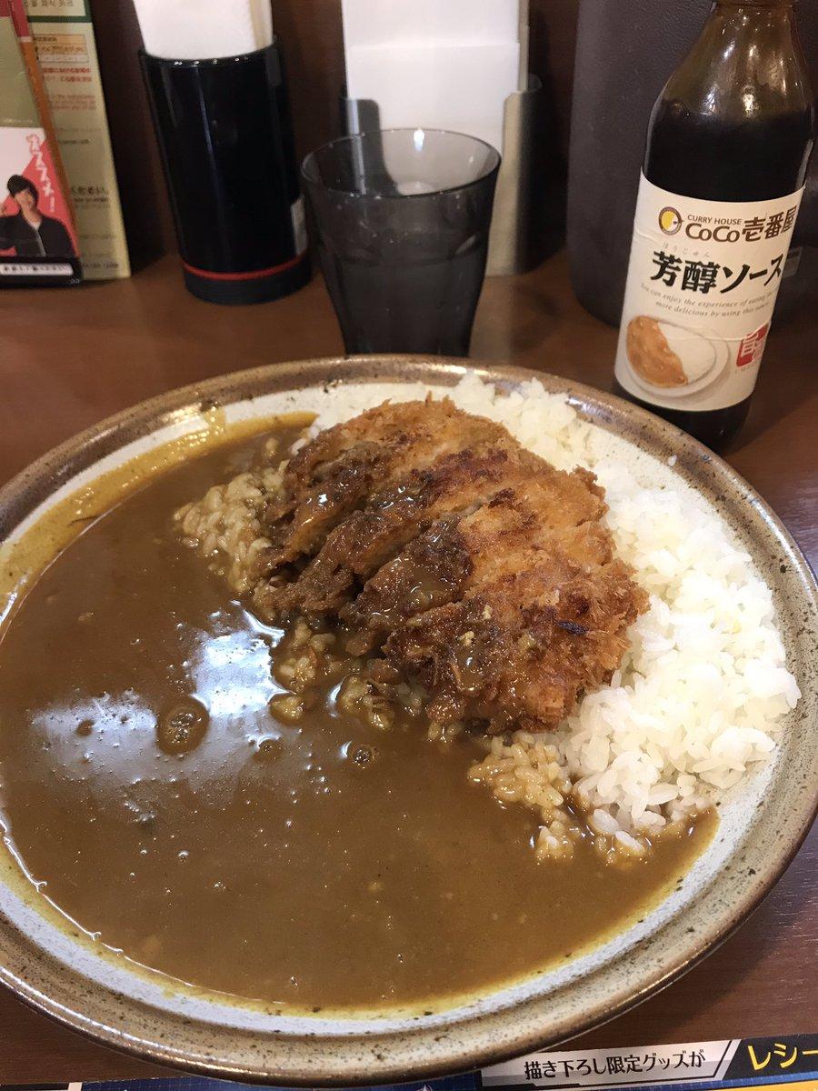 Pause gastronomique : curry-tonkatsu (porc pané), croquette de viande hachée et crudités, ramen et gyozas (😍) et cheesecakes sablés fraise et nature