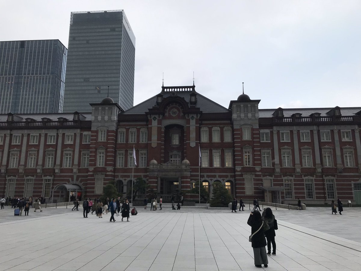 La gare de Tokyo. Y aussi eu le palais de l'empereur mais pas de chance y a plu donc pas de photo 🤷♂️