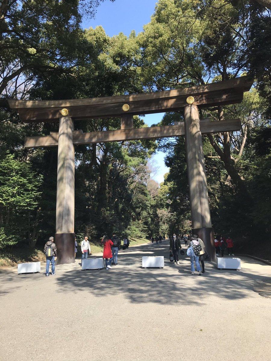 Jour 2 : Harajuku avec son parc qui abrite un temple. La petite fontaine (présente dans tous les temples) sert à se purifier avant de rentrer dans le temple. Y a aussi une jolie petite histoire sur les 2 arbres (faut zoomer)