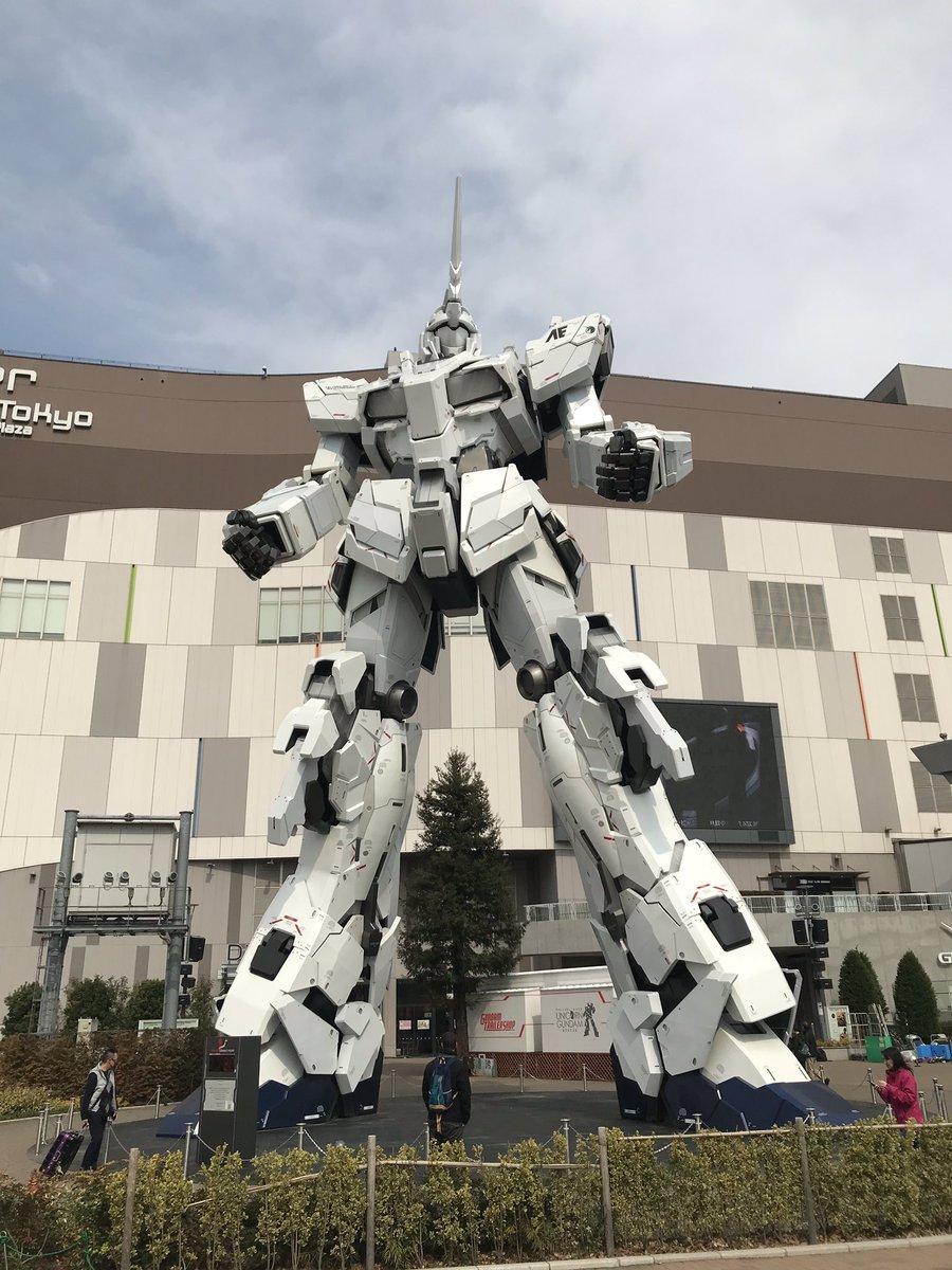Jour 3 : Odaiba, le Round1, une grande salle d'arcade/sport avec baseball, tennis, bowling, bornes d'arcade etc... le bâtiment est gardé par un Gundam de + de 15m
