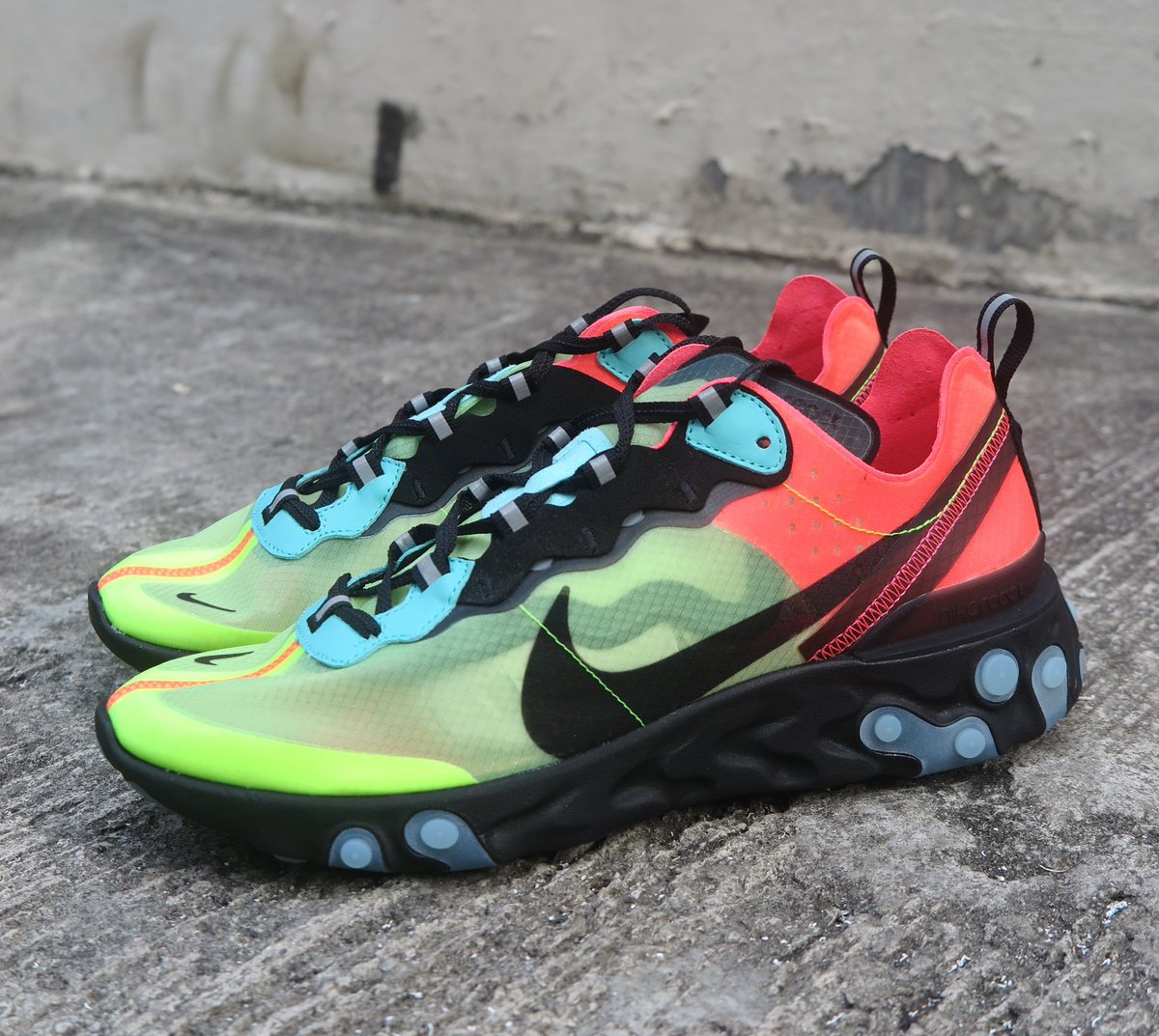 bd7666a00395c Easy Cop  Nike React Element 87
