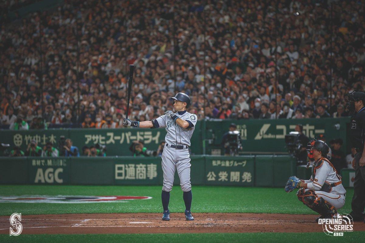 Iconic.  #MLB開幕戦