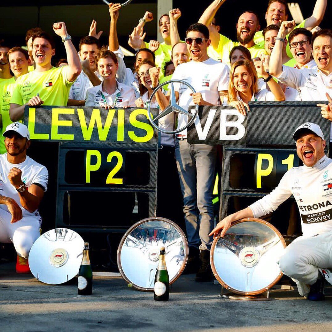P1-2 and maximum amount of points in the bag, great start @MercedesAMGF1 !  #AustralianGP <br>http://pic.twitter.com/2nuv8xzuqh