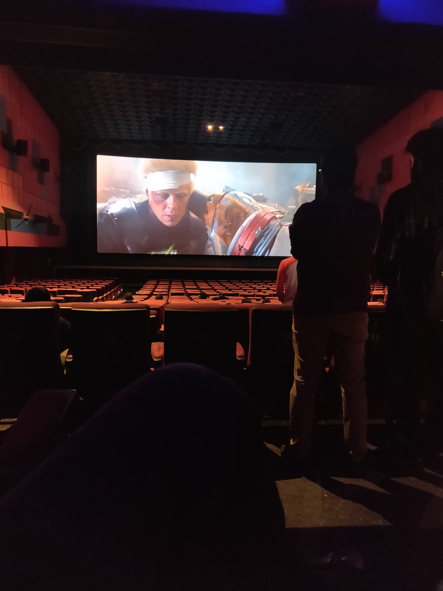 """Thats a kickass way to start a sunday Morning watching #GOTG in @VettriTheatres loved the depth of the 3D details in each frame, 😎  End of the show glass collecters asked in curiously """"yaen sir intha naai nankura scene kaga va ivalo neram ellarum seat la vakanthu irunthinga 😂"""