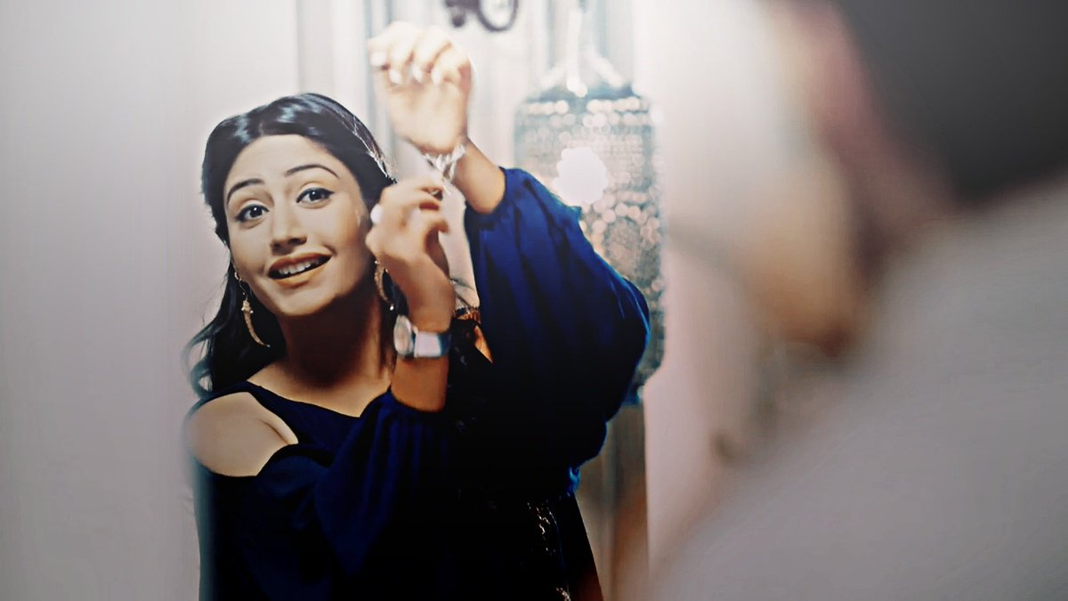 the only one, who used to get his attention like that.  Like he would forget the all world for her.  #ShivikaKaIshqbaaaz <br>http://pic.twitter.com/MpIKtPUtJO