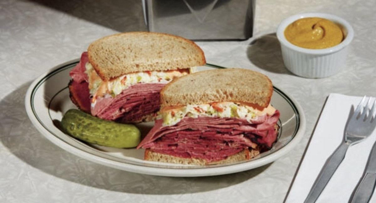 I think I watch The Marvelous Mrs. Maisel just for the sandwiches.  #MarvelousMrsMaisel <br>http://pic.twitter.com/3VlPIyHwLX