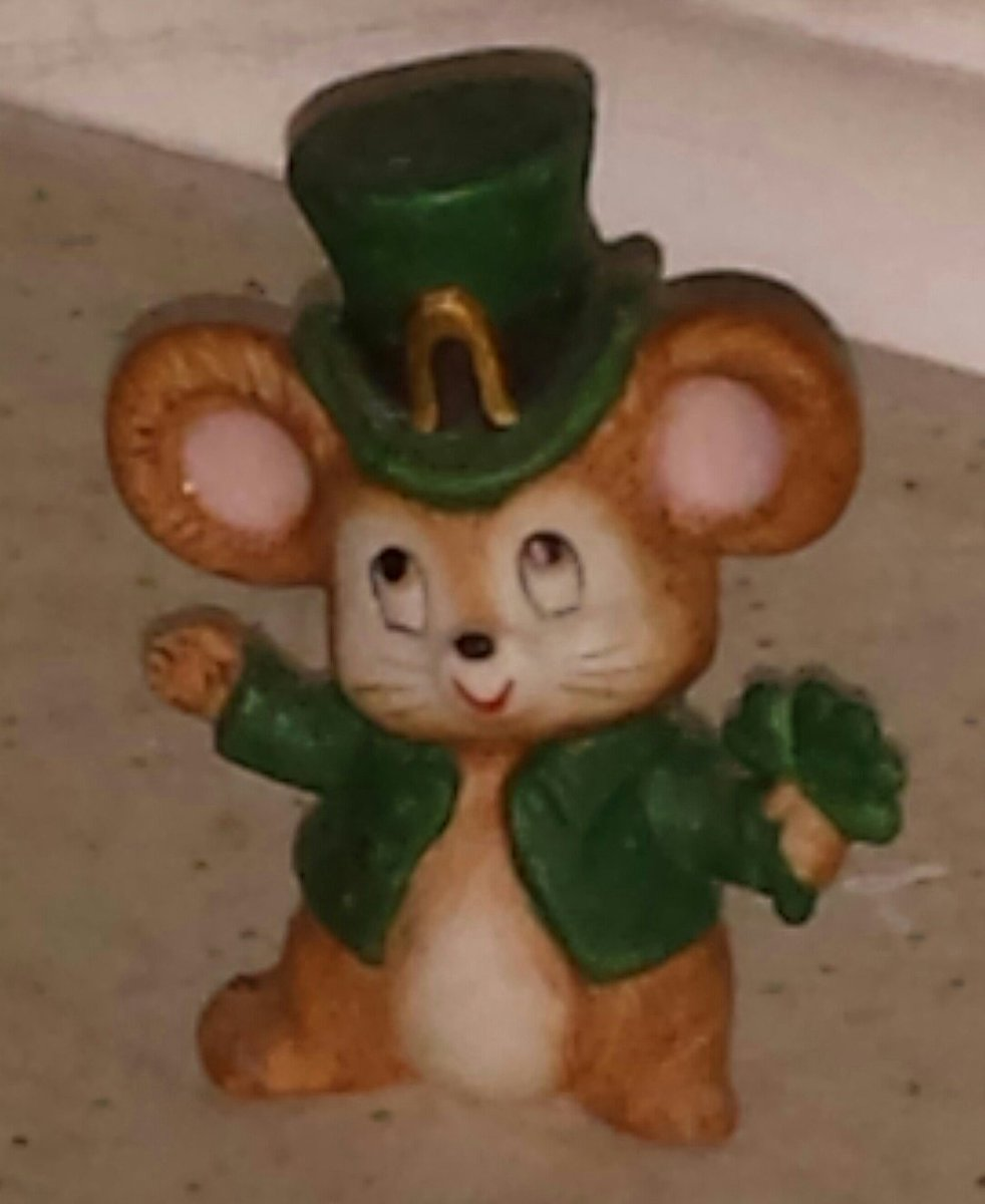 @JeffFOX29 @LaurenDawnFox29 @FOX29philly Happy St. Patrick&#39;s Day to the both of you. ~~ERIN GO BRAGH~~ #Fox29GoodDay #Weekend<br>http://pic.twitter.com/o0JHOJWcRN