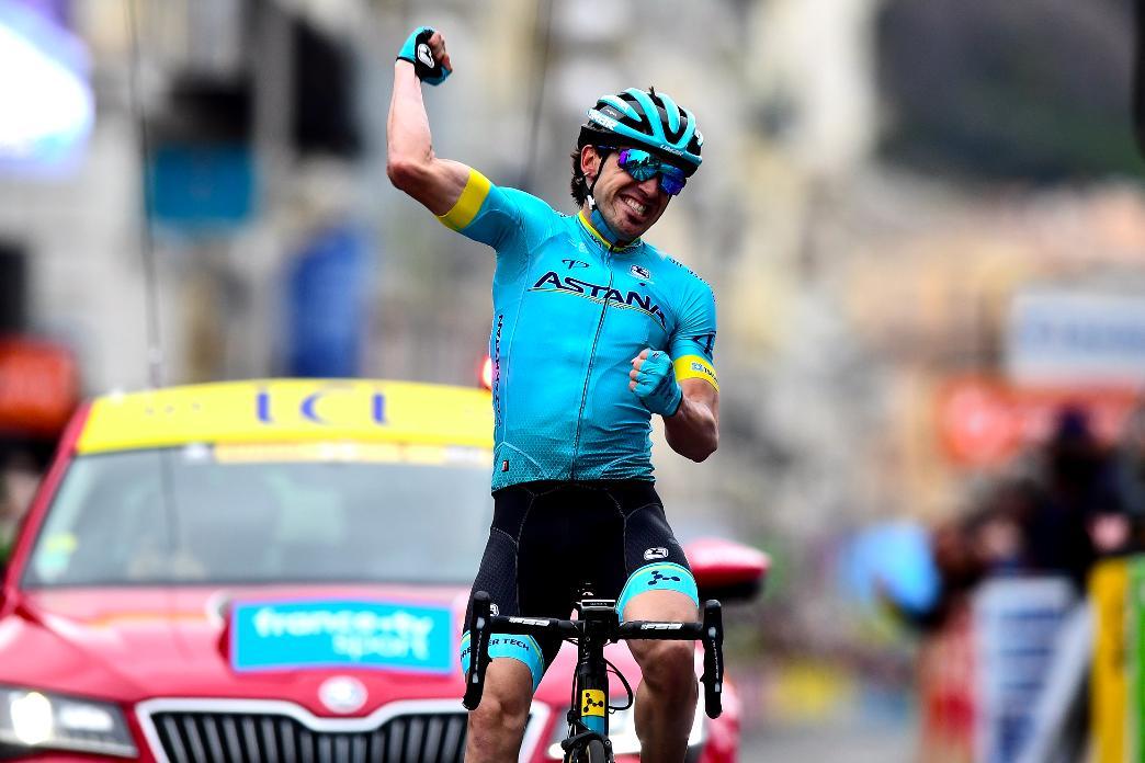 🏁 Ion Izaguirre remporte la dernière étape de ce #ParisNice.  @Eganbernal a finalement résisté à l'offensive de @NairoQuinCo et remporte @ParisNice !  💛👏💛👏💛