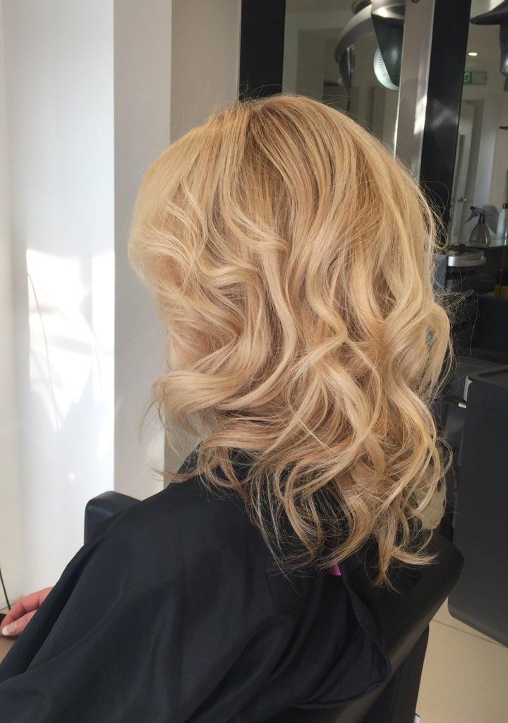 Honey blonde, using paulmitchell Awapuhi Wild ginger sea salt for a textured  finish #boltonsalon #paulmitchellseasalt #blondehair