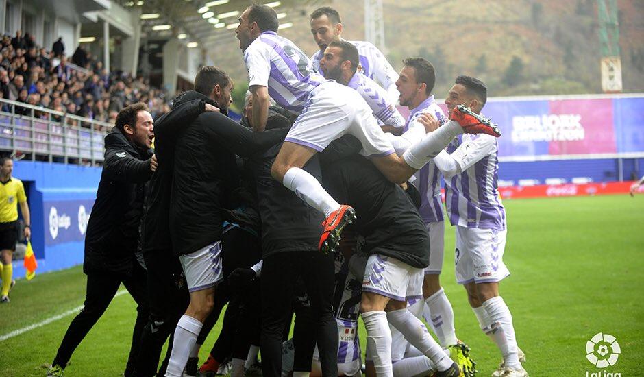 Los jugadores del Valladolid celebran el gol de Sergi Guardiola (Foto: LaLiga).