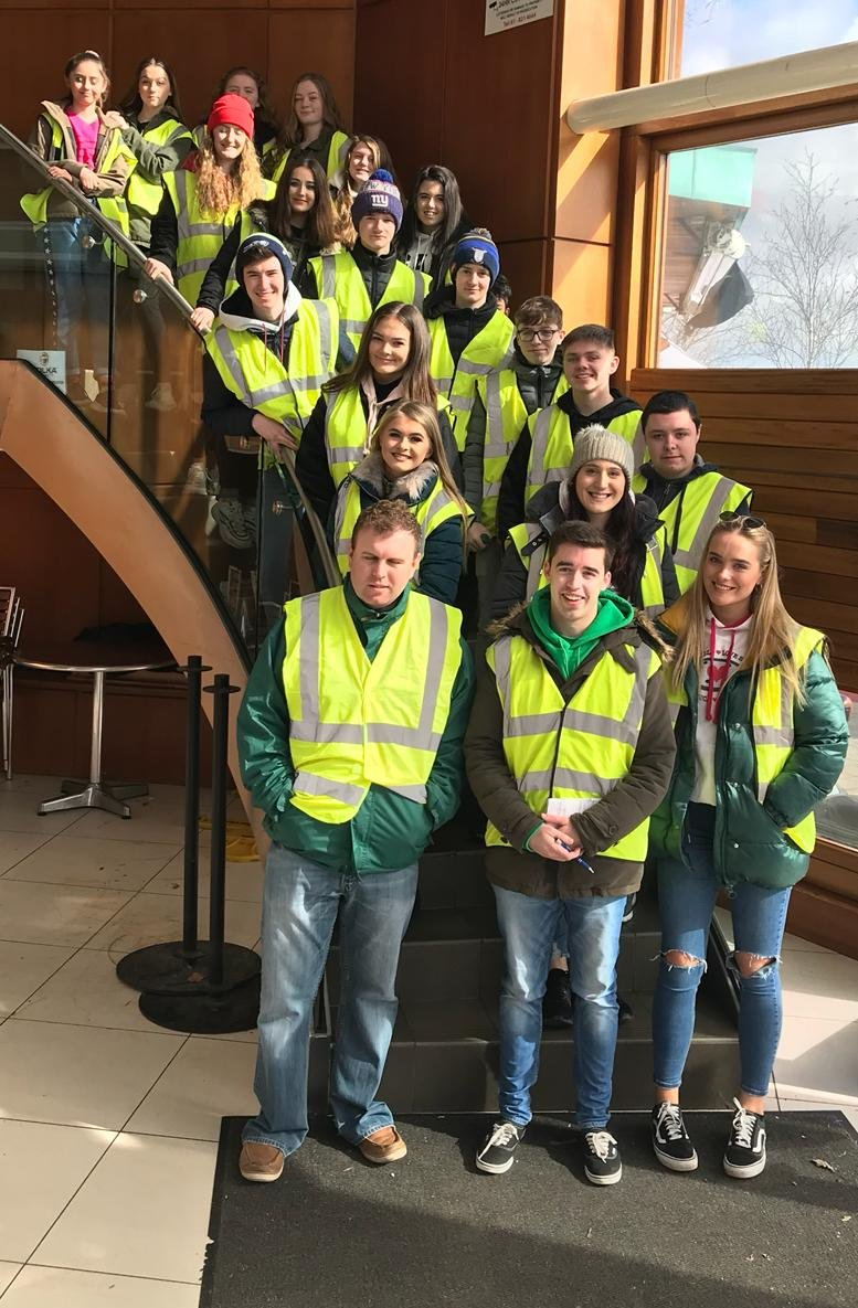 Well done to our fantastic TY, 5th yrs and RC Alumni stewarding at the St.Patrick&#39;s day Parade. #StPatricksDay  #payitforward #givingback @WhatWillBee<br>http://pic.twitter.com/3beGEAc6Pf