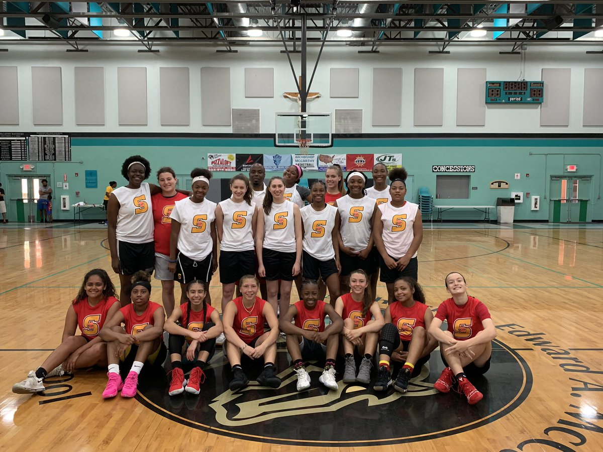 d405c61a3ab8  MiamiSuns  NikeRed  NikeWhite getting it in on SUNday morning ☀ 💪