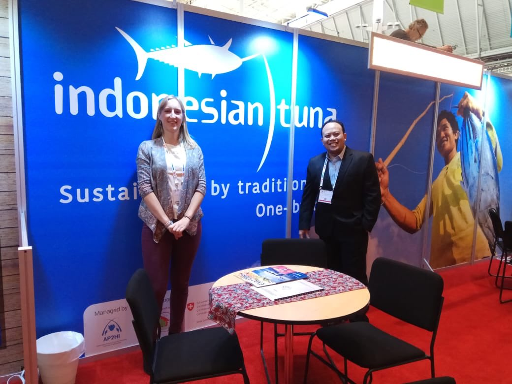It's great to see the @AP2HI_ stand at #BostonSeafoodShow and looking forward to the launch brand tomorrow.  1st Photo: Program Director #MDPI and General Manager #AP2HI at the exhibition in Boston.  2nd Photo: Our Program Director and Fair Trade Manager checking out the hall.
