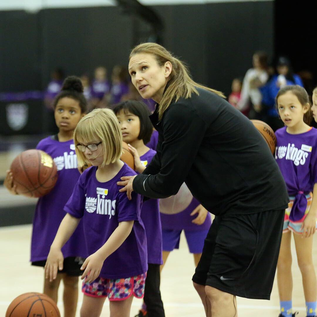 It was a day full of confidence building, unity and fun at the All-Girls Jr. Kings Clinic.   Thank you to all the inspiring people who made it out🏀 #womenshistorymonth