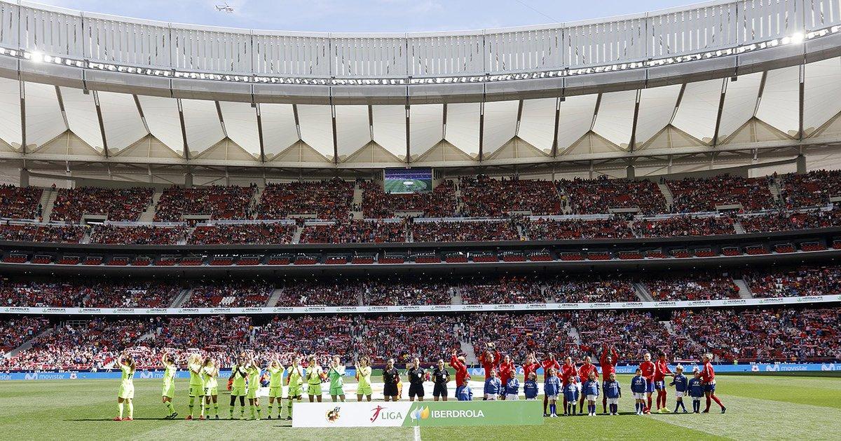 🏟 60.739: Récord histórico de asistencia en un partido femenino de clubes ♥ ¡Gracias, afición por hacerlo posible! 💪 ¡Mucha fuerza @AtletiFemenino, seguiremos trabajando hasta el final! #AúpaAtleti #AtletiBarça