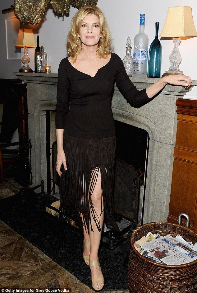 #sundaymorning with #renerusso ! i&#39;m love with this black dress... very sexy. <br>http://pic.twitter.com/TwoVcL9XDp