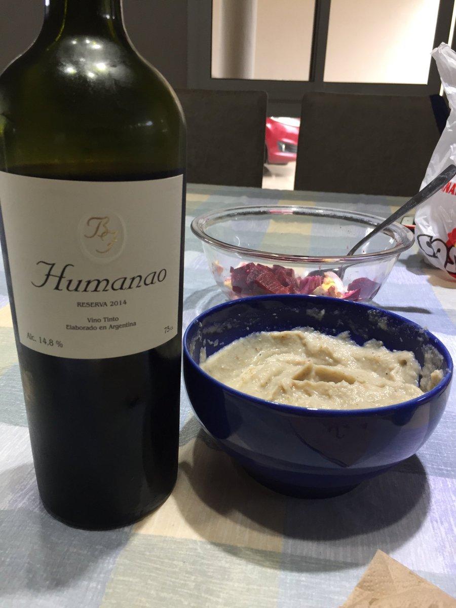 Gran vino que hace rato no tomaba. Fresco, madera bien puesta y un pimentón contundente y a la vez elegante. @AnaGabrielaSegu