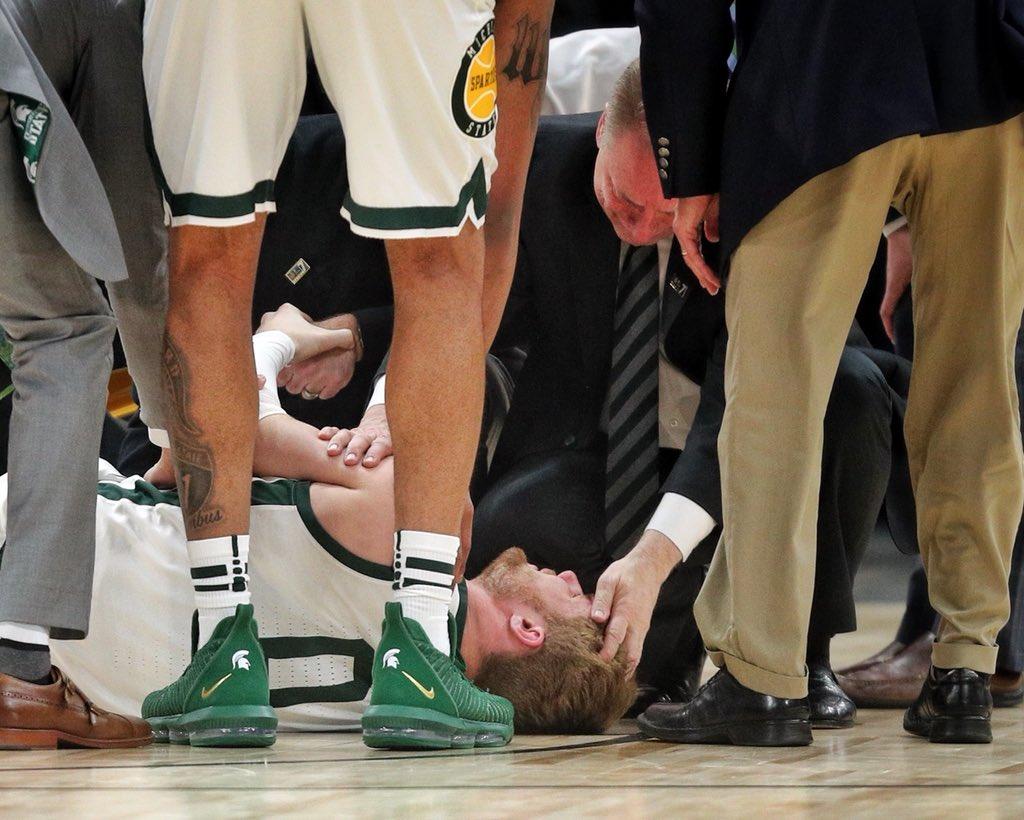 Tom Izzo consoles Kyle Ahrens.