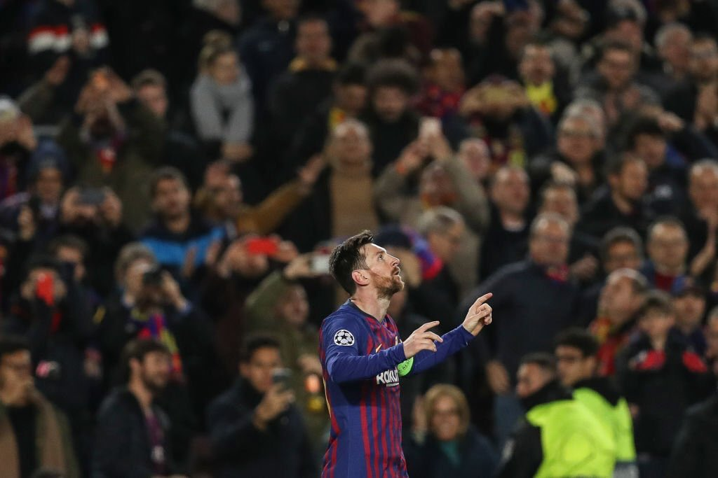 Lionel Messi's game by numbers vs. Real Betis:  90% pass accuracy  27/32 final third passes  8 passes into the box  4/5 shots on target  4 through balls  4 chances created  3 goals  2 fouls suffered   I think we have to watch out for him in the Champions League. 🥴🥴🥴