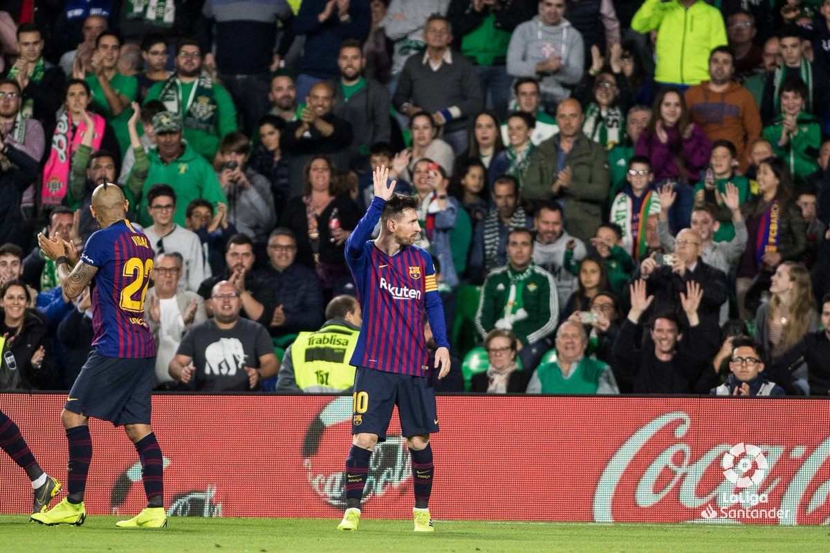 💚 RESPECT 💚  Messi received an ovation from fans at the Benito Villamarin after his superhuman performance. 👏👏  #RealBetisBarça