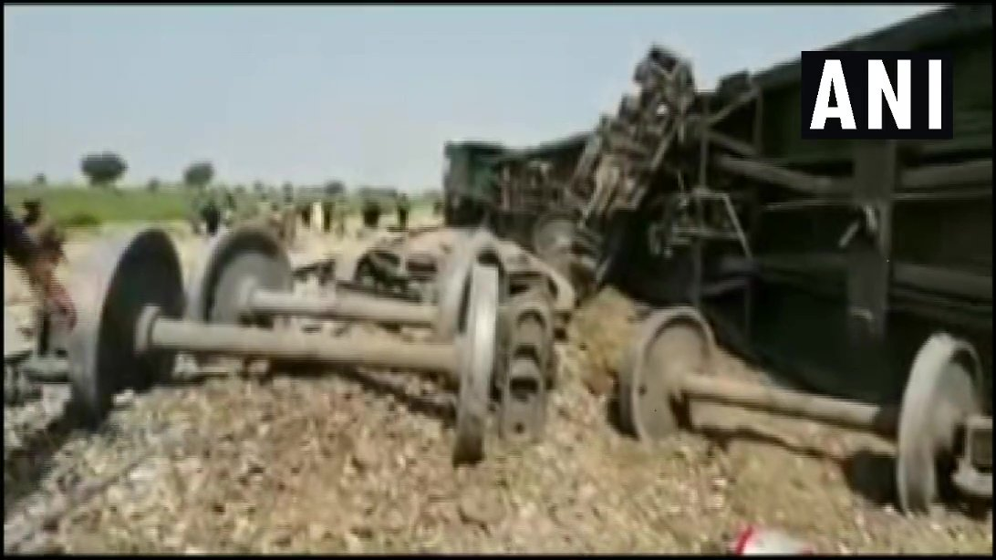 Pakistan: Baloch Liberation Tigers (BLT) claimed responsibility for a blast on Jaffar Express Train with remote controlled device in Naseerabad, Balochistan on Sunday morning. 4 security personnel have been killed, many wounded &amp; 5 bogies of the train got derailed. (17/3) <br>http://pic.twitter.com/1YLITG1oBE
