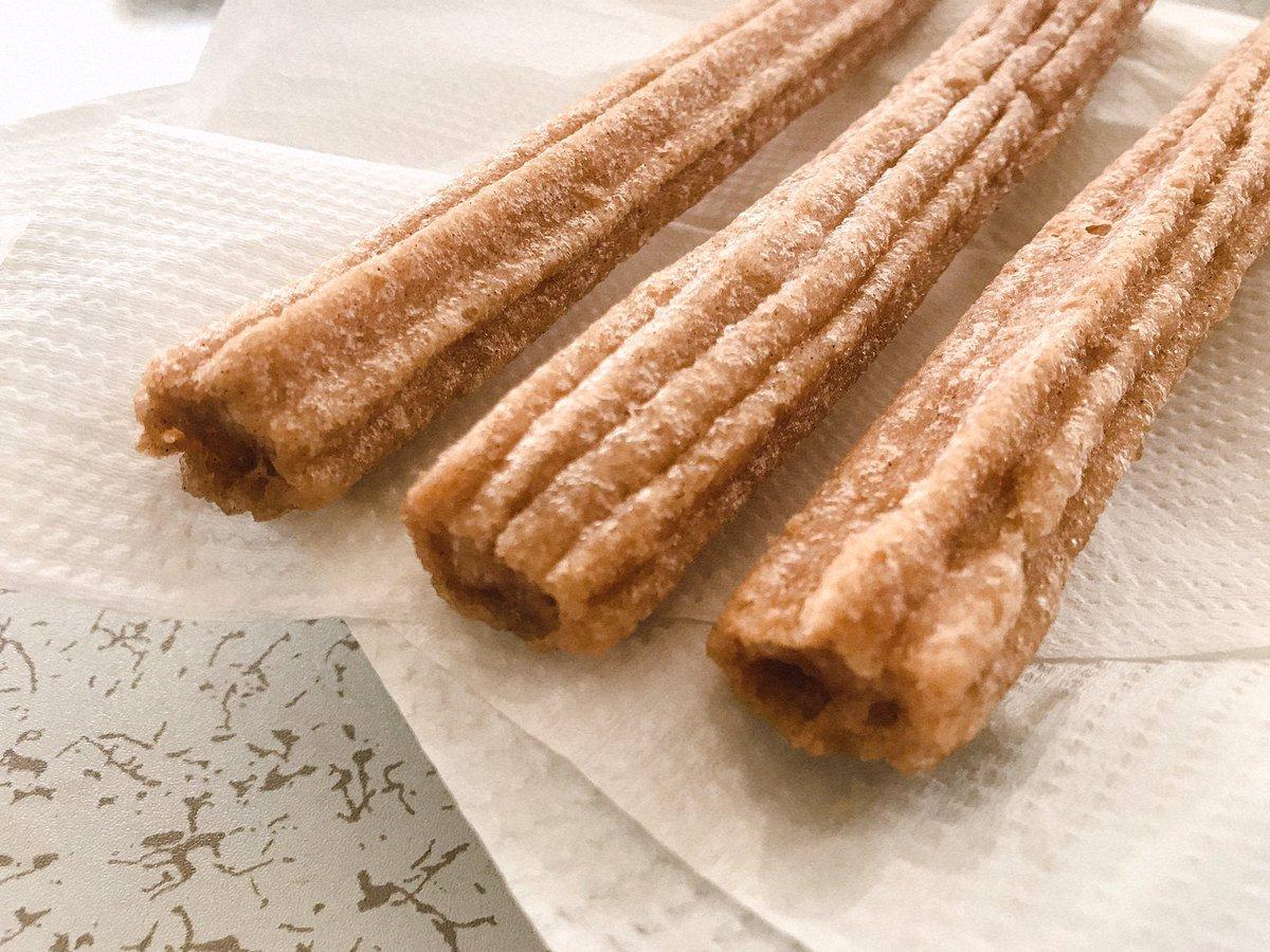 チュロスが好きなので美味しい店と家で食べられるチュロスを調べました! 本場のチュロスに詳しいリックェさんに食べてもらっています。