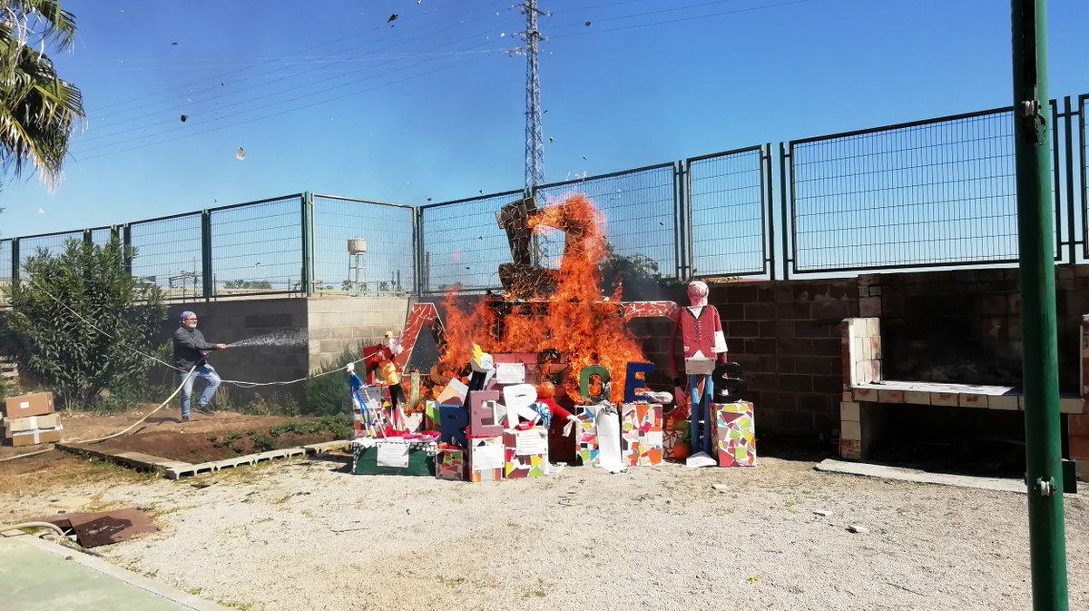 test Twitter Media - 🔥 El pasado viernes en el #COHabilitareABDTorrent del pueblo de @Aj_Torrent quemaron la falla que hicieron los propios usuarios/as, con una gran participación de familias  👉 Se hicieron públicos los ganadores del concurso a Fallera mayor y Presidente de la falla, ¡felicidades! https://t.co/vGdKKlTRzB