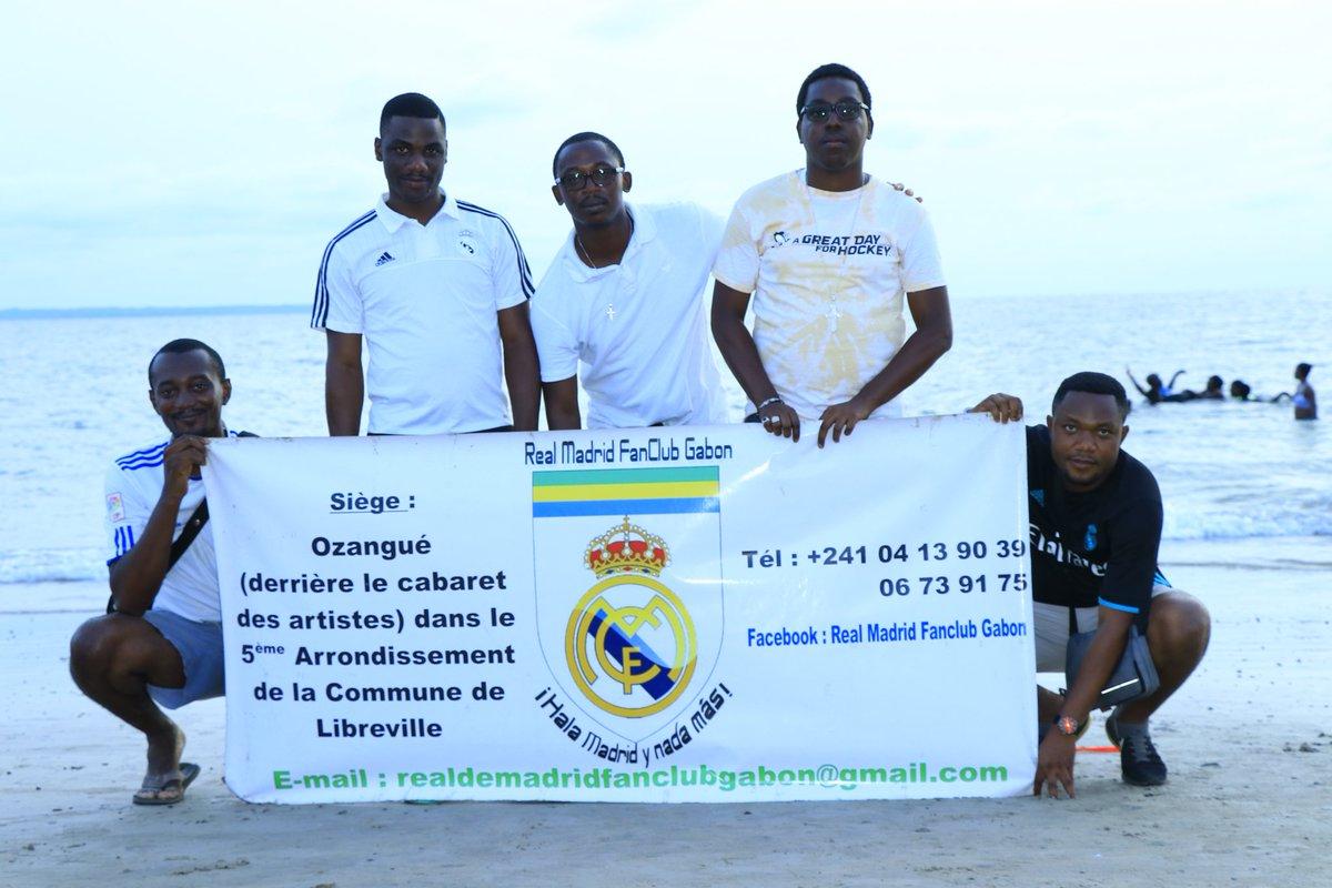 Un heureux dimanche entre Madridistas à la plage du Lycée National Léon Mba (Libreville - Gabon). @realmadridfra  #RMFans #HalaMadrid