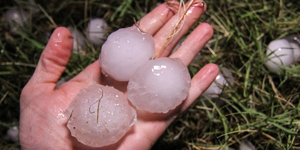 #DidYouKnow The largest hailstone ever recorded weighed almost two pounds! At nearly 3,000 occurrences in the U.S. a year, hail storms can pose a serious risk to your safety and your property. http://st8.fm/hail19