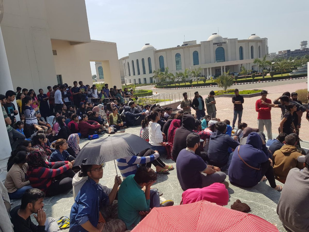Day 4 of the protest. Mid-semester exams boycotted. Authorities quiet.  Expecting to spend the fourth night out on the roads...just like the last three days.  #justiceforrgnul #FreeRGNUL #wewantjustice <br>http://pic.twitter.com/E8bJfi3E8C