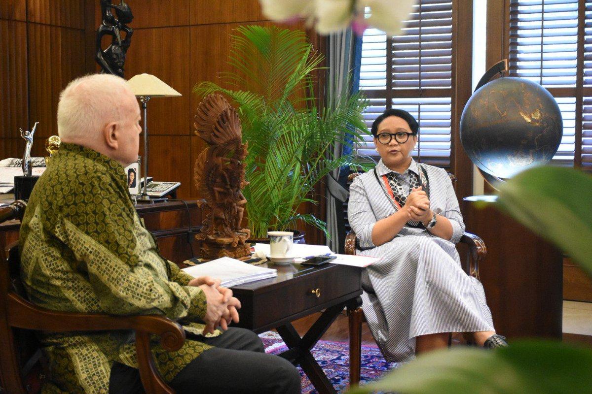 Menteri Luar Negeri Republik Indonesia's photo on Senator
