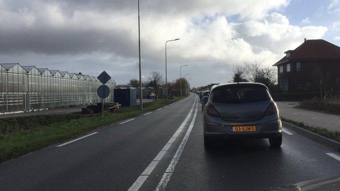 Ongeluk aan de Wateringseweg/Poeldijkseweg zorgt voor vertraging https://t.co/51Lo6gHCsN