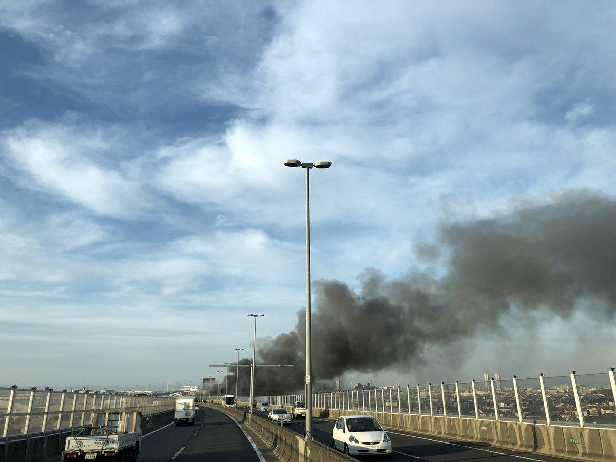 岸和田市で爆発伴う大規模火災の現場画像