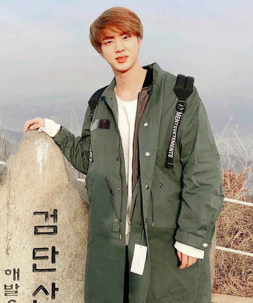 Same habit   #Seokjin #YEONJUN <br>http://pic.twitter.com/YH40Ozh4vN
