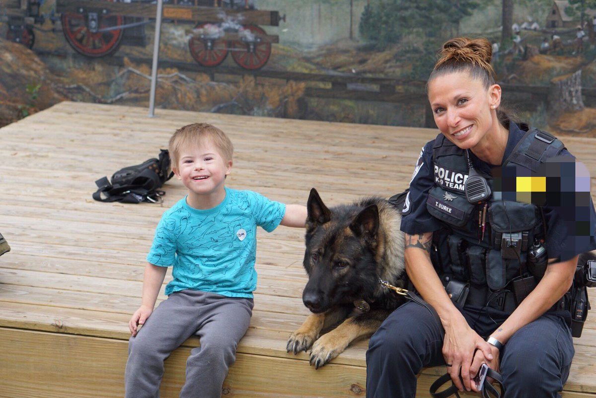 Some of my favorites from Saturday. #gsd #k9 #workingdog #demo #smiles #k9apart #livepd #livepdnation <br>http://pic.twitter.com/1Q5QXijKuh