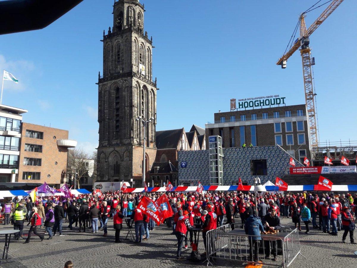 Grote Markt Groningen stroomt vol met stakers voor #goedpensioen en AOW op 66!
