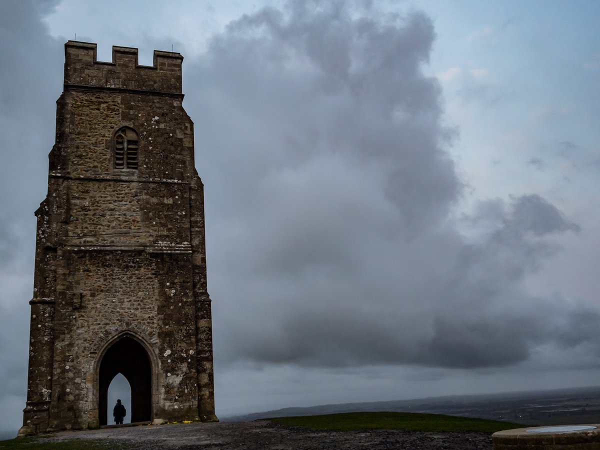 Stormy looking skys at the top of Glastonbury Tor early this morning. #glastonbury #somerset <br>http://pic.twitter.com/Yv5Ehf1C4A