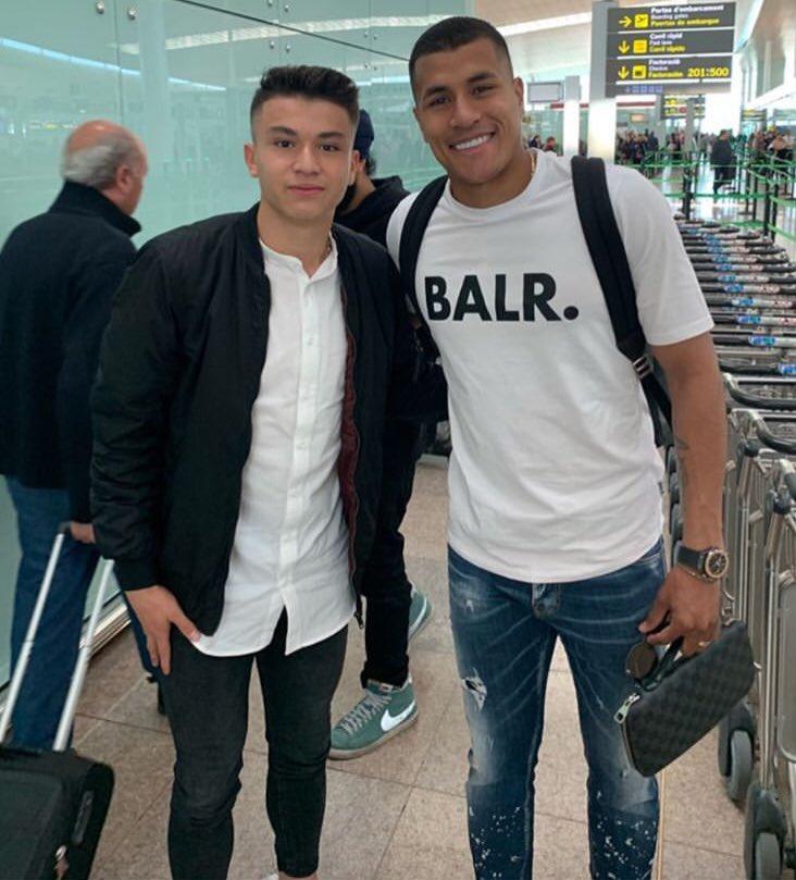 Murillo y Juan David Fuentes (Cadete A). Dos colombianos que defienden la camiseta del Barça y que hoy se han conocido en el aeropuerto #FCBMasia