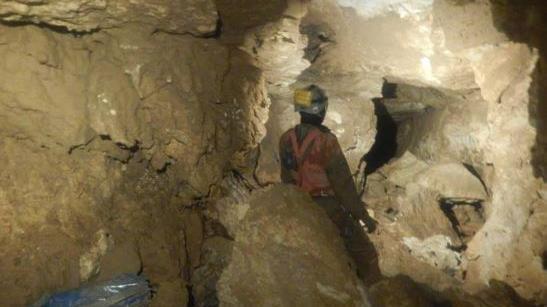 Lusiana, speleologo resta in profondità: recupera...