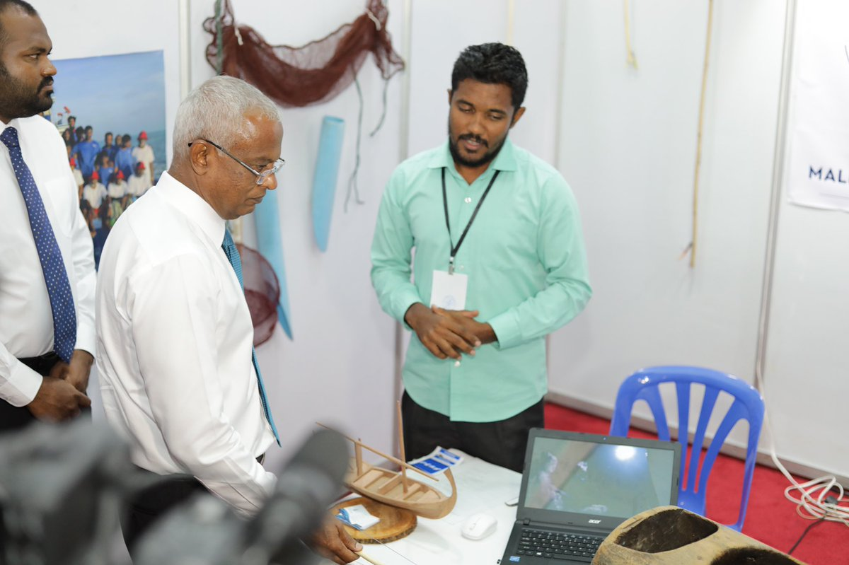 Our president @ibusolih is very curious to explore #poleandline #fishing.  Wouldn't it be great to have our president @ibusolih with @dhimasverin for #onebyone #tuna #fishing trip and catch #tuna?  On behalf of all the NGOs, Thank you for visiting NGO fair. 🎣🎣🎣👏👏 #Havali2019
