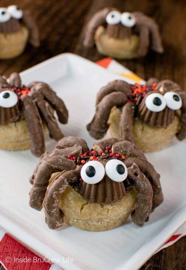 Peanut Butter Cup SPIDER Cookies via Inside BruCrew Life. #GhastlyGastronomy <br>http://pic.twitter.com/HLLCcew2a7