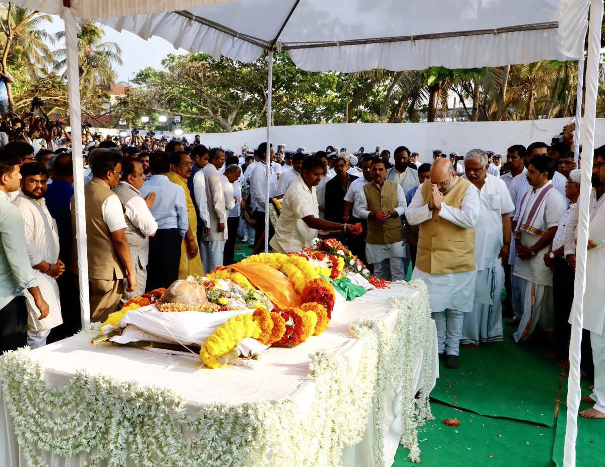 Paid tributes to Manohar Parrikar ji.  Entire country and particularly Goa has gained tremendously due to his exceptional administrative skills. His selfless dedication towards the motherland would continue to inspire generations to come.