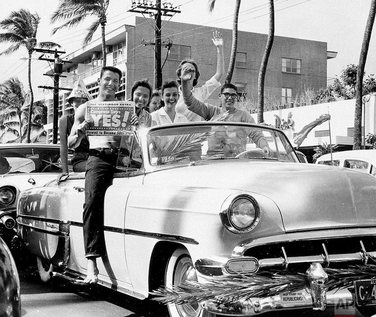 #OTD in 1959, President Dwight D. Eisenhower signed the Hawaii statehood bill. (Hawaii became a state on Aug. 21, 1959.)