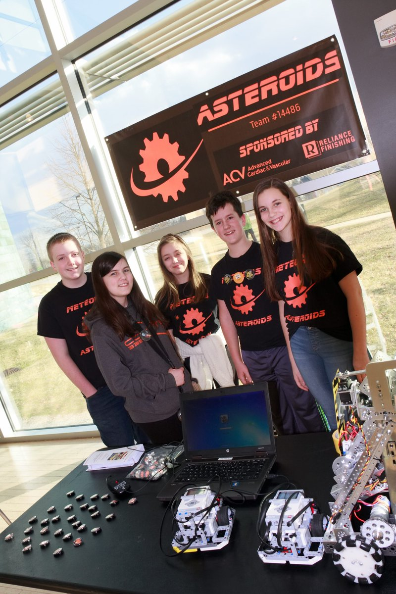 Student clubs, classes, teams showcased STEM and STEAM projects this past weekend prior to the professional show of &quot;Currents&quot; @FHFAC. Robotics teams, science olympiad teams, Odyssey of the Mind teams, coding clubs and many more were in attendance!<br>http://pic.twitter.com/2sghW3UNfg