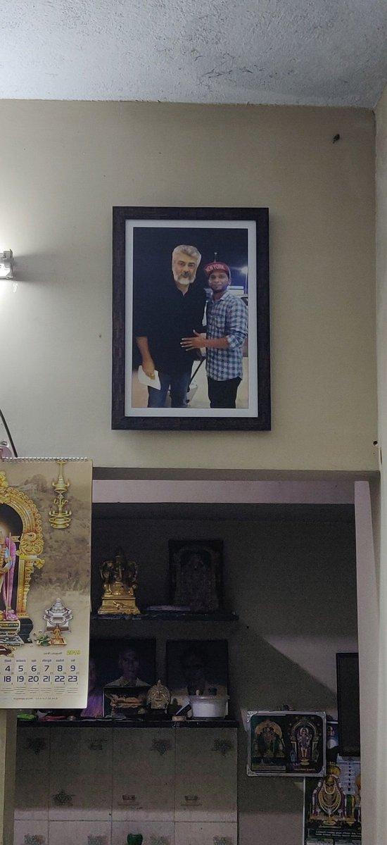 Caption ? pls  #Thala #AK #AjithKumar #தல #அஜித்குமார்  #ProudMoment #Ajithiyan<br>http://pic.twitter.com/xILNFEUu0v